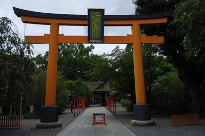 北野天満宮の裏から出て平野神社...