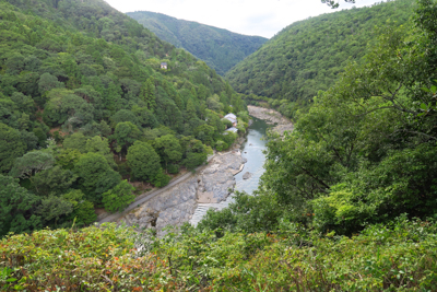 嵐山公園の展望台から桂川を見下...