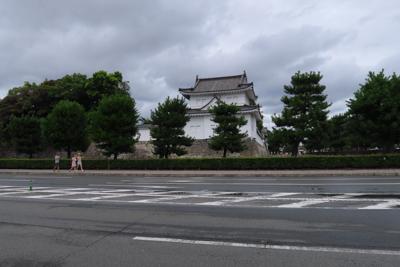 ・・・二条城の前です。...