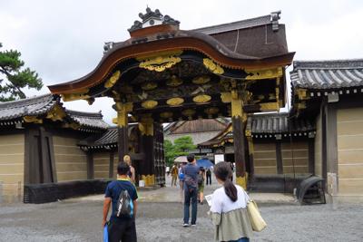 唐門。基本的に京都では建物の中...