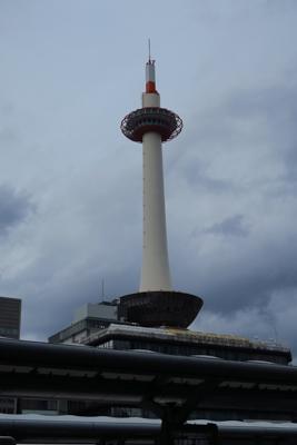 京都タワー。とりあえず荷物をコ...