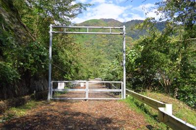 ゲート。...