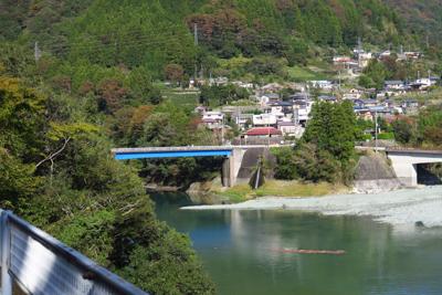玄倉川橋が見えてきた。...