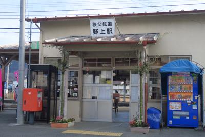 野上駅の駅舎・・・。...