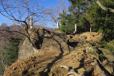 仏像ポイントを越えると、大岩ポ...