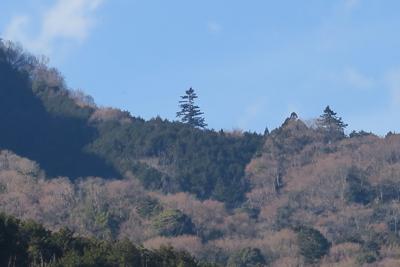 鐘ヶ嶽の稜線の右側をアップにす...