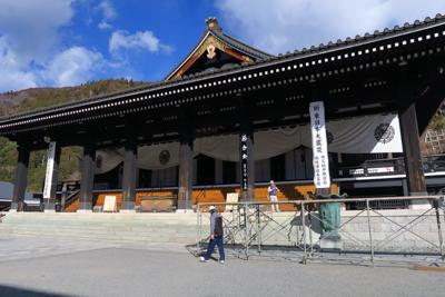 久遠寺の本堂です。お参りを済ま...