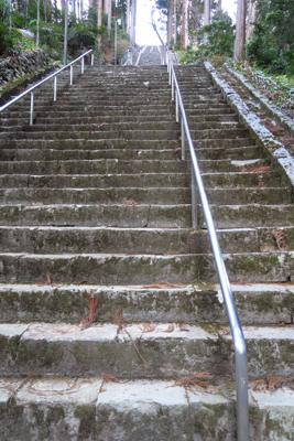 階段・・・287段あるらしい・...