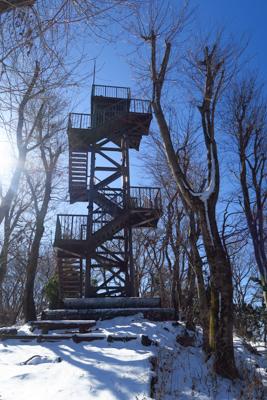 山頂の展望台。今日は登りません...