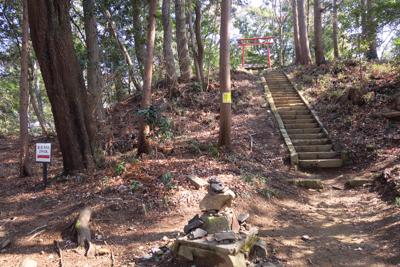 稜線上をずっと進むと「飯綱神社...