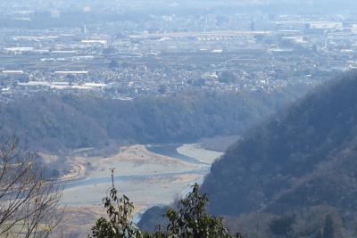 すぐ下には相模川も見えます。...