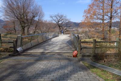 津久井街道を越える橋を渡ると・...