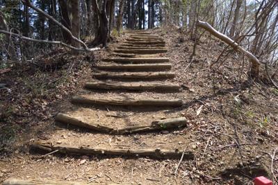 再び階段を登ると・・・...