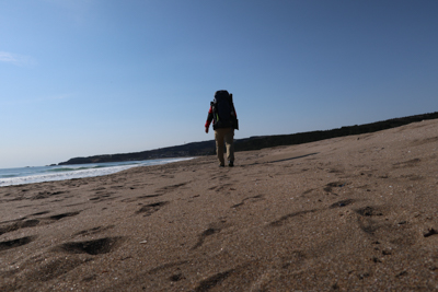 砂浜は楽しいけど、ちょっと歩き...