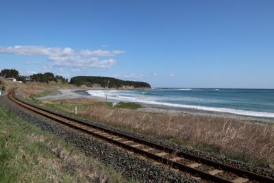 ここが八戸線と海が近くにあると...