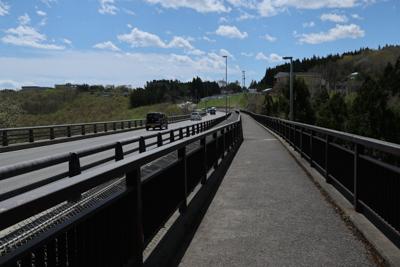 大きな橋(有家大橋?)を渡る。...